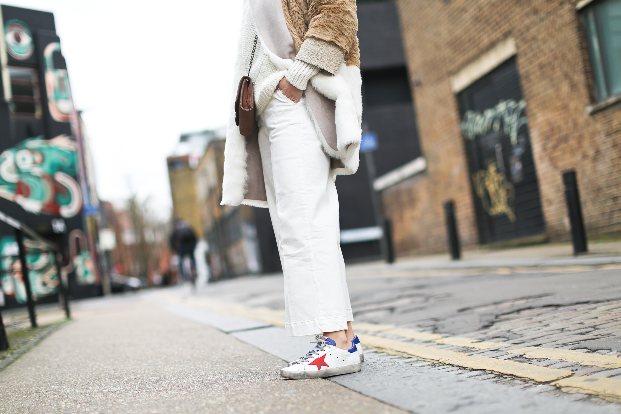 Clochet_streetstyle_asos_patchwork_faux_fur_coat_goldengoose_superstar_sneakers_topshopunique_show-10