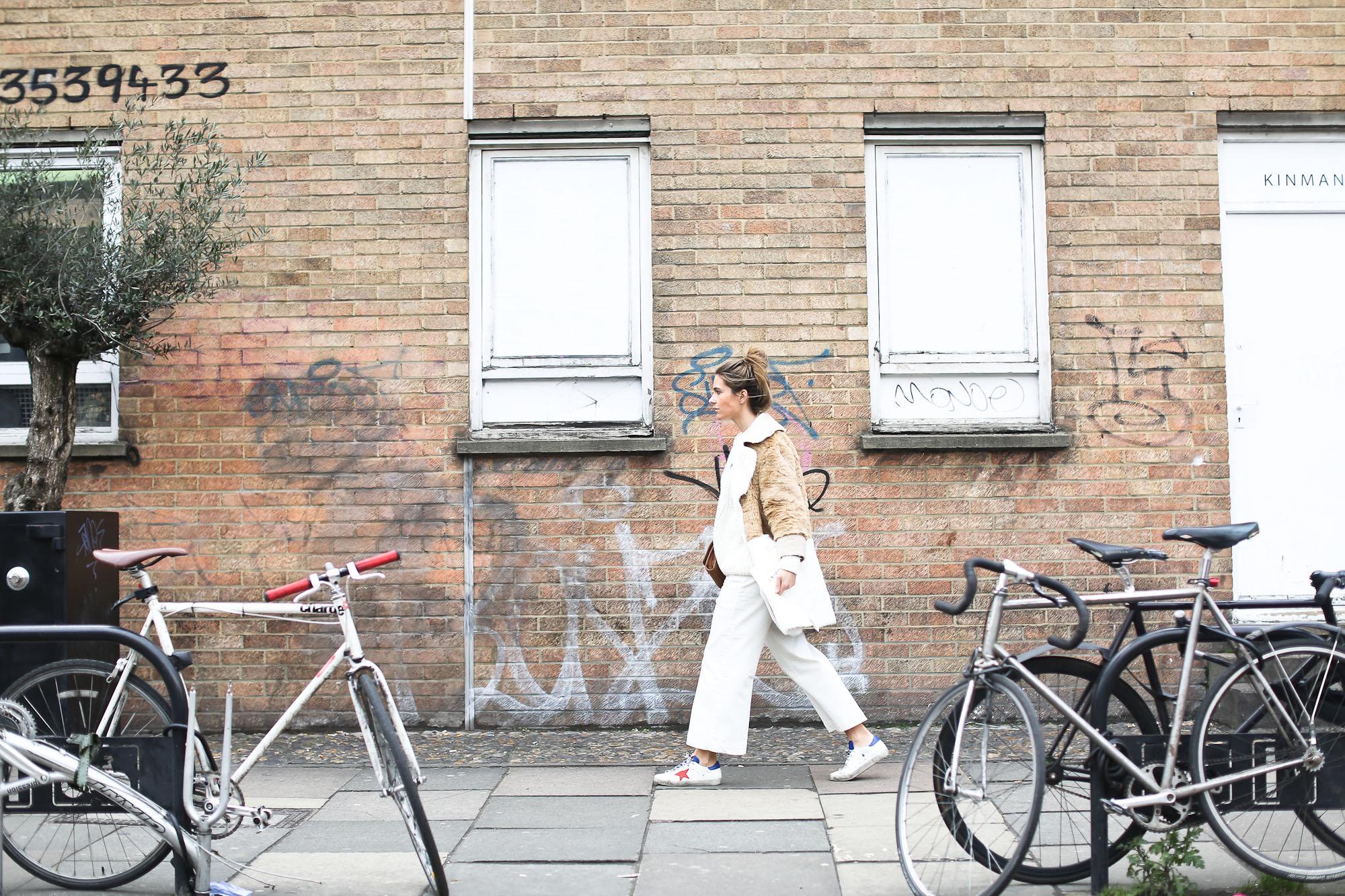 Clochet_streetstyle_asos_patchwork_faux_fur_coat_goldengoose_superstar_sneakers_topshopunique_show-14