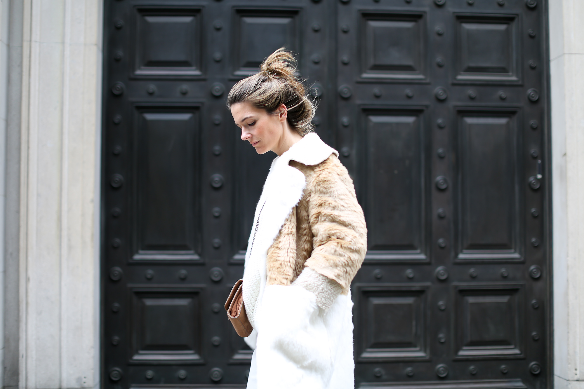 Clochet_streetstyle_asos_patchwork_faux_fur_coat_goldengoose_superstar_sneakers_topshopunique_show-19