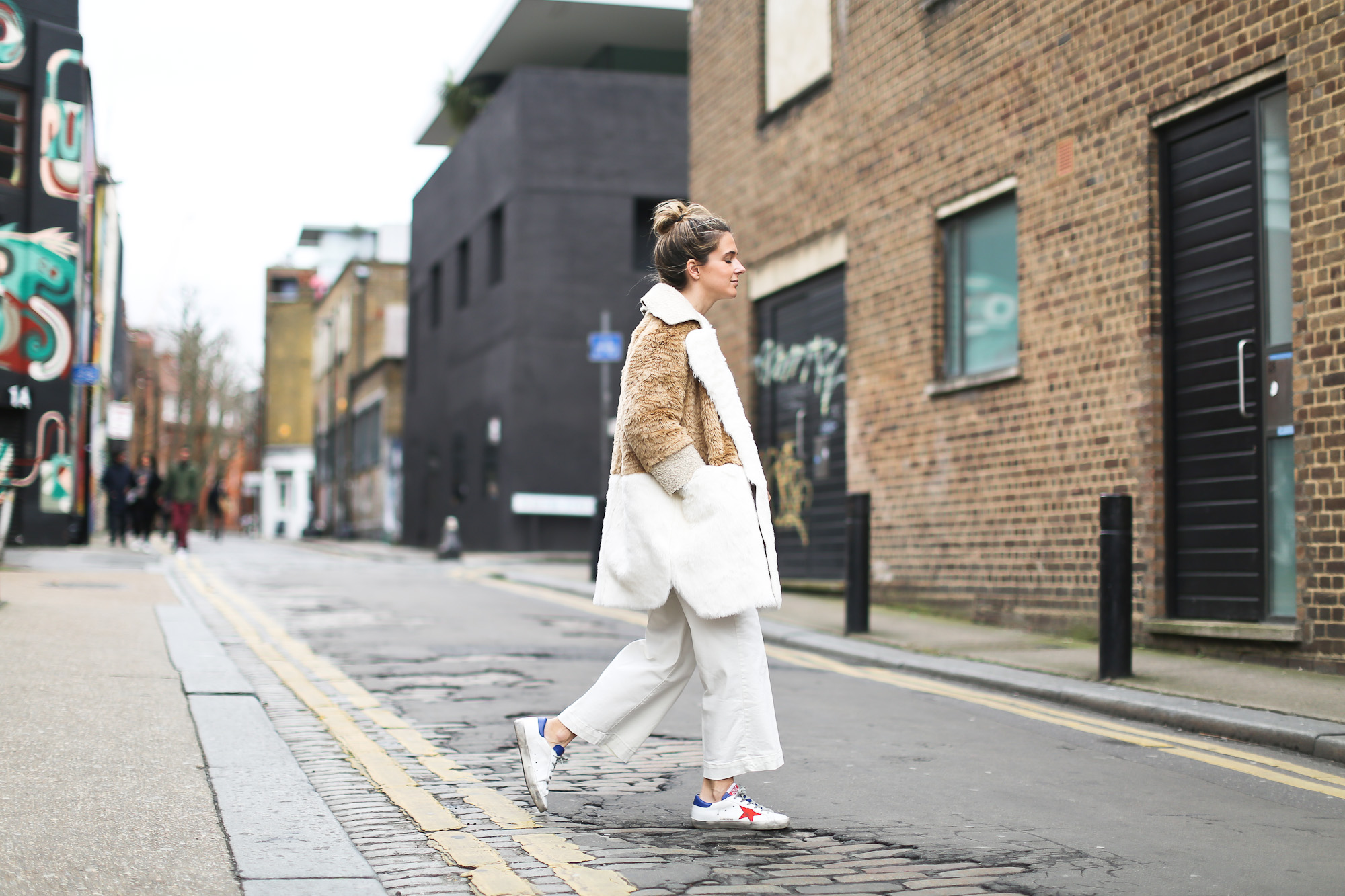 Clochet_streetstyle_asos_patchwork_faux_fur_coat_goldengoose_superstar_sneakers_topshopunique_show-4