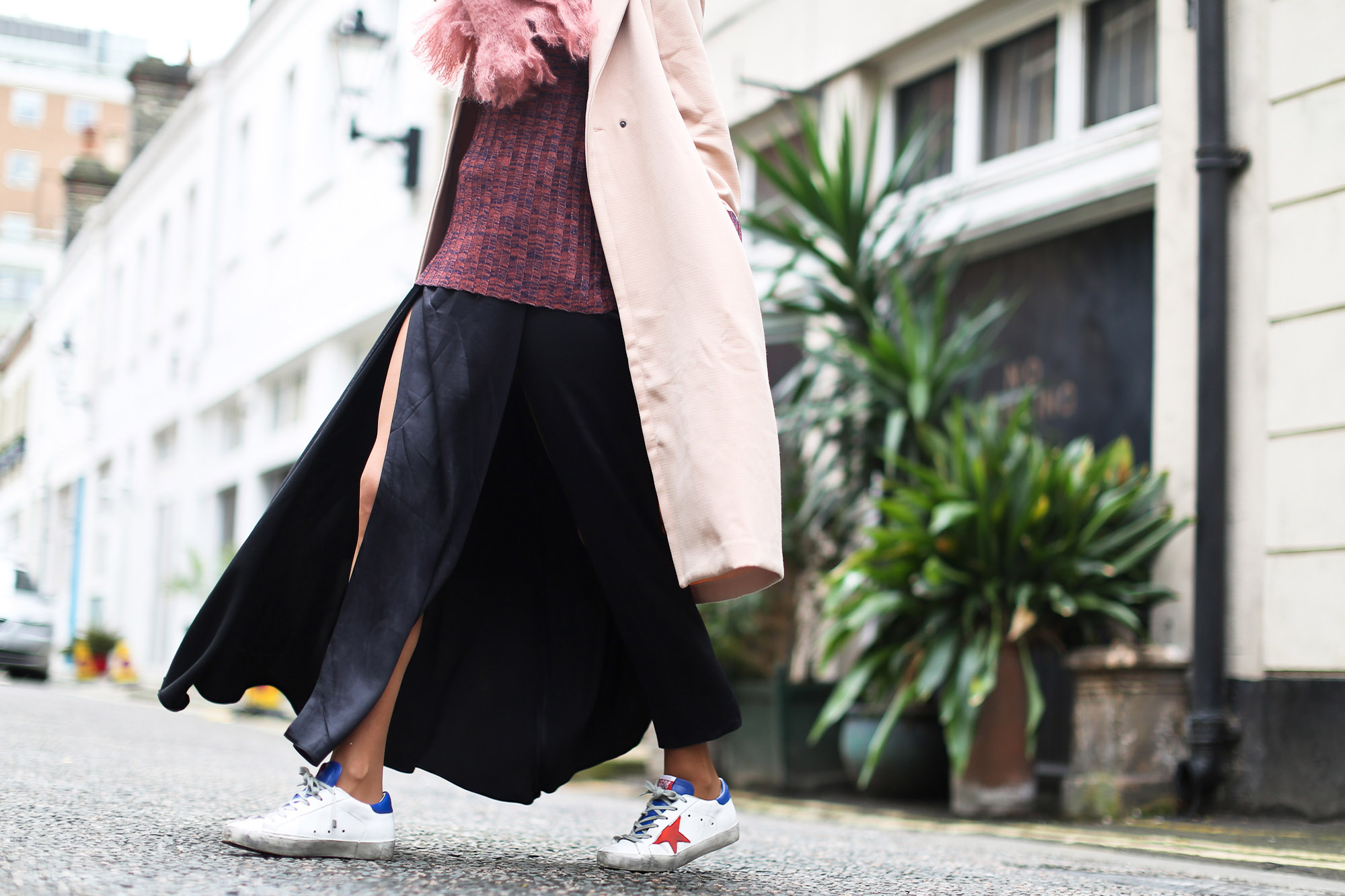 Clochet_streetstyle_blanco_nude_trench_goldengoose_superstar_sneakers_london_celinetriobag-10