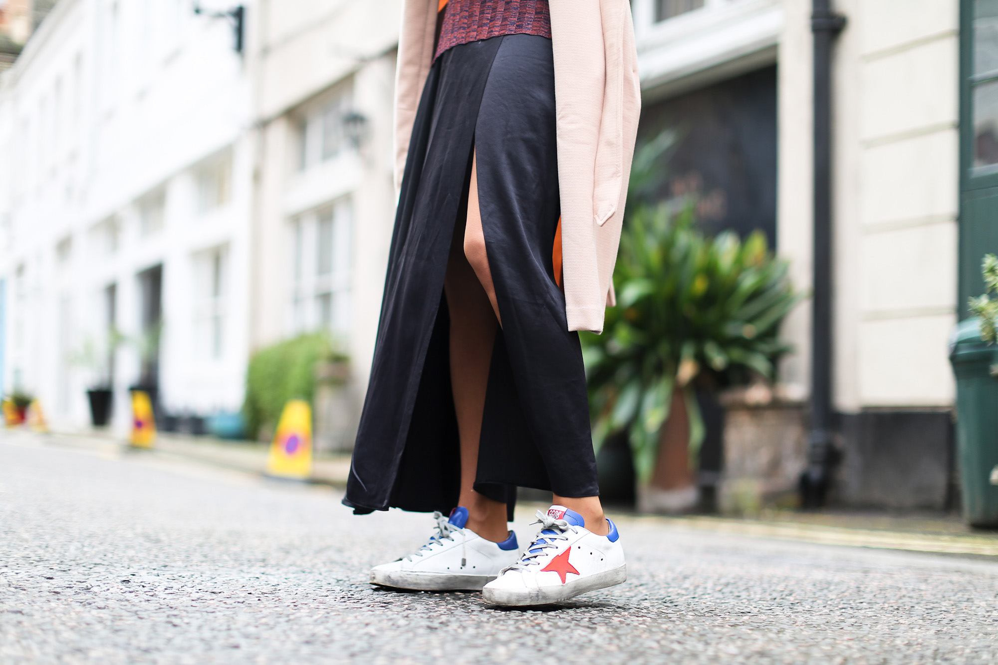 Clochet_streetstyle_blanco_nude_trench_goldengoose_superstar_sneakers_london_celinetriobag-9