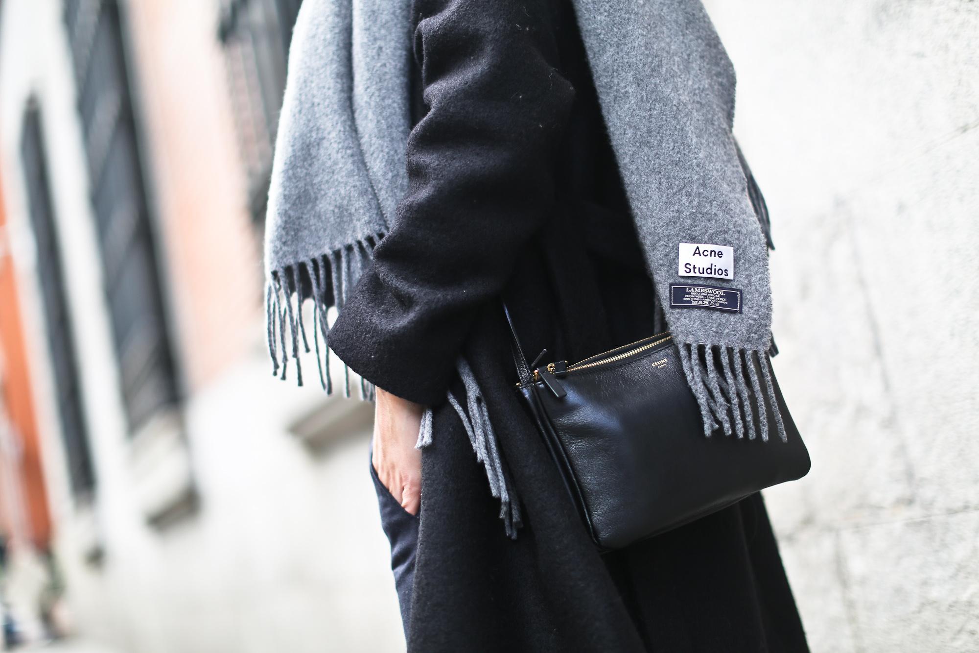 Clochet_streetstyle_cos_wool_long_coat_maje_panta_adidas_samba-12