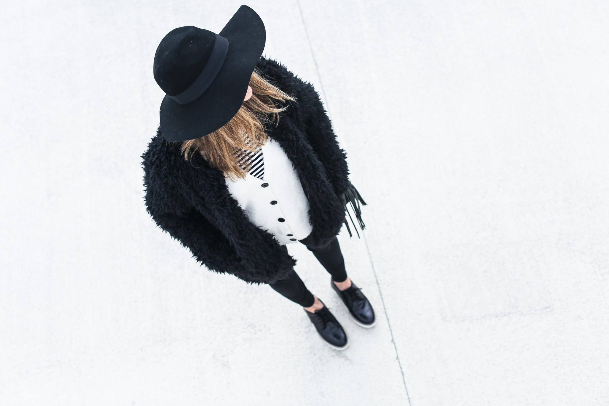 clochet_streetstyle_Billabong_Christmas_collection_furry_coat-11