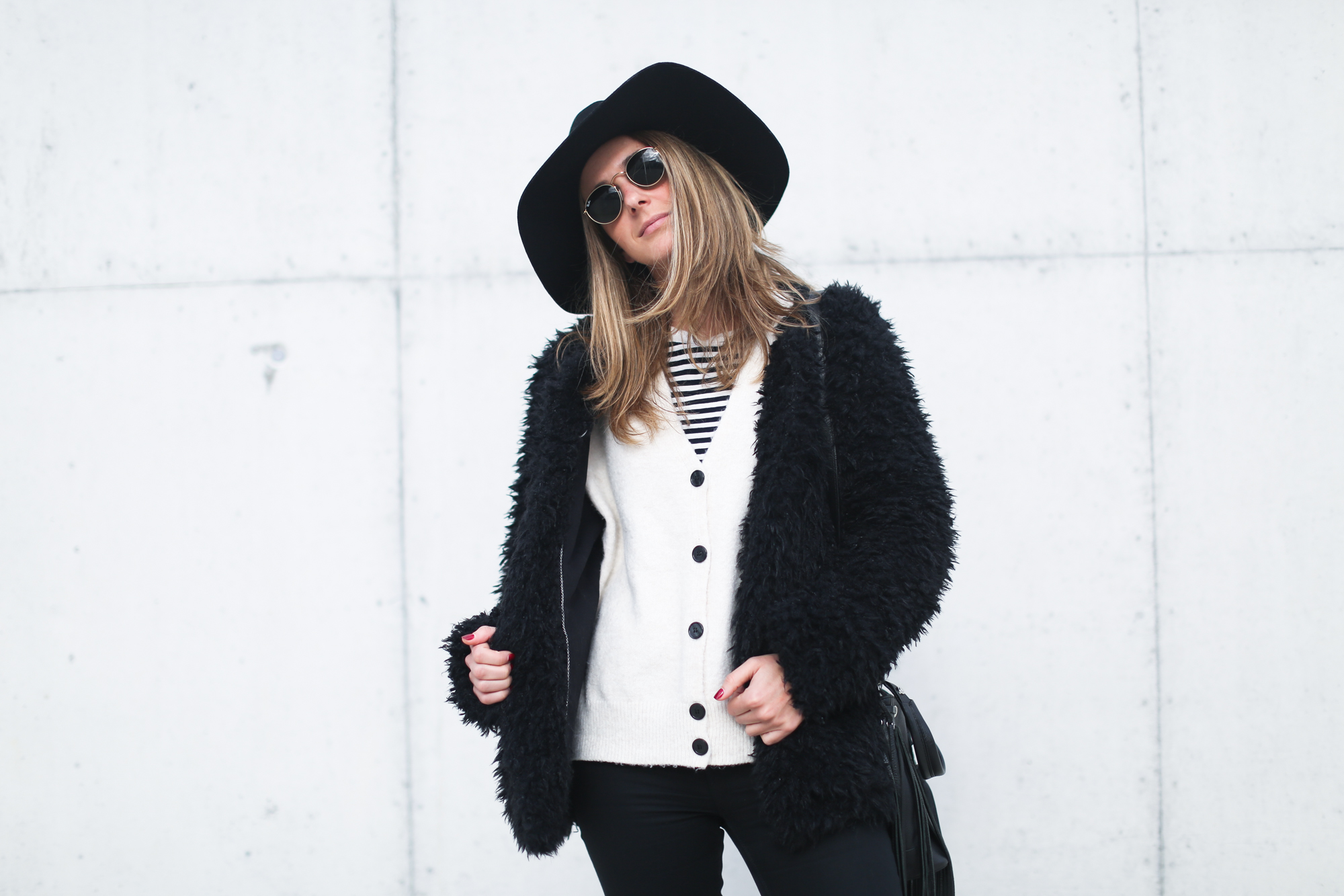 clochet_streetstyle_Billabong_Christmas_collection_furry_coat-13