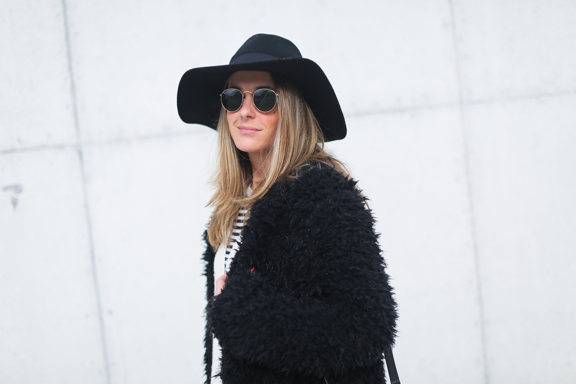 clochet_streetstyle_Billabong_Christmas_collection_furry_coat-16