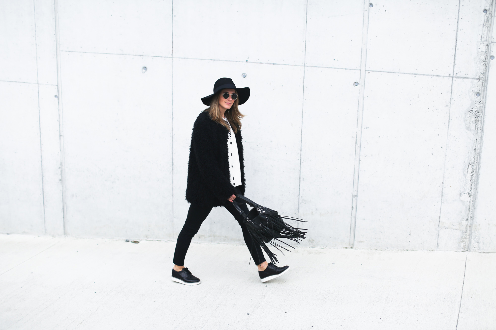 clochet_streetstyle_Billabong_Christmas_collection_furry_coat-4