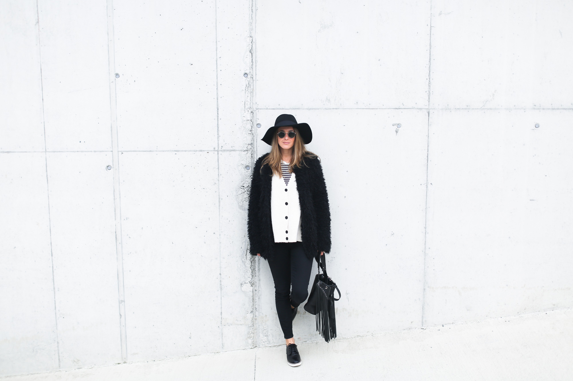 clochet_streetstyle_Billabong_Christmas_collection_furry_coat-6