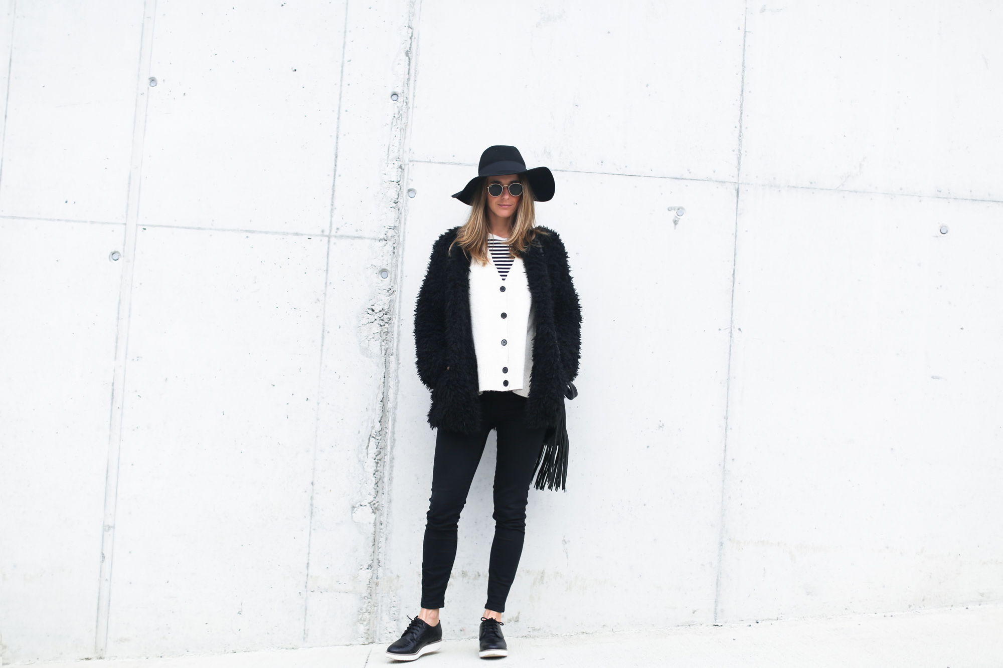 clochet_streetstyle_Billabong_Christmas_collection_furry_coat-7