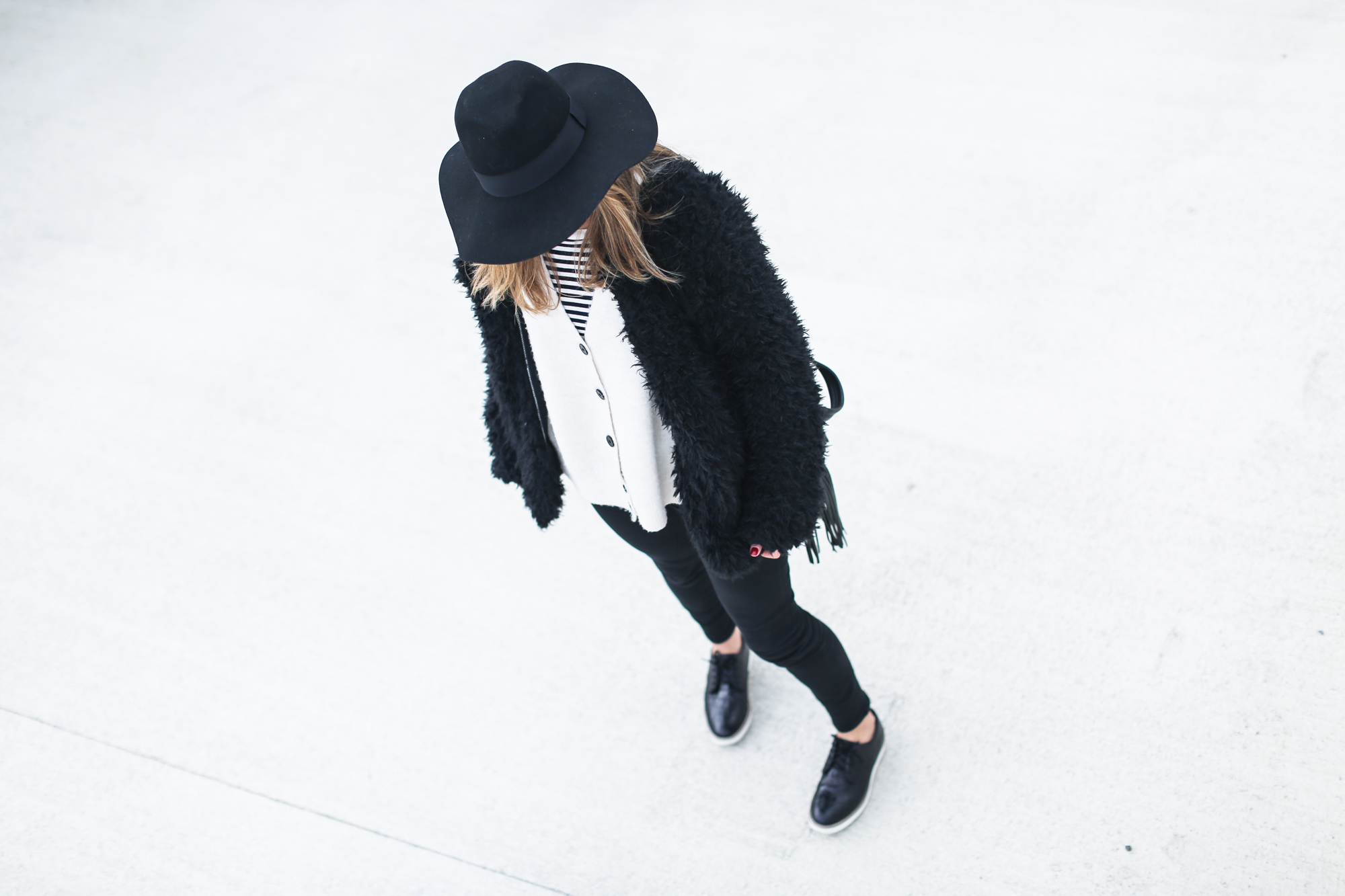 clochet_streetstyle_Billabong_Christmas_collection_furry_coat-8