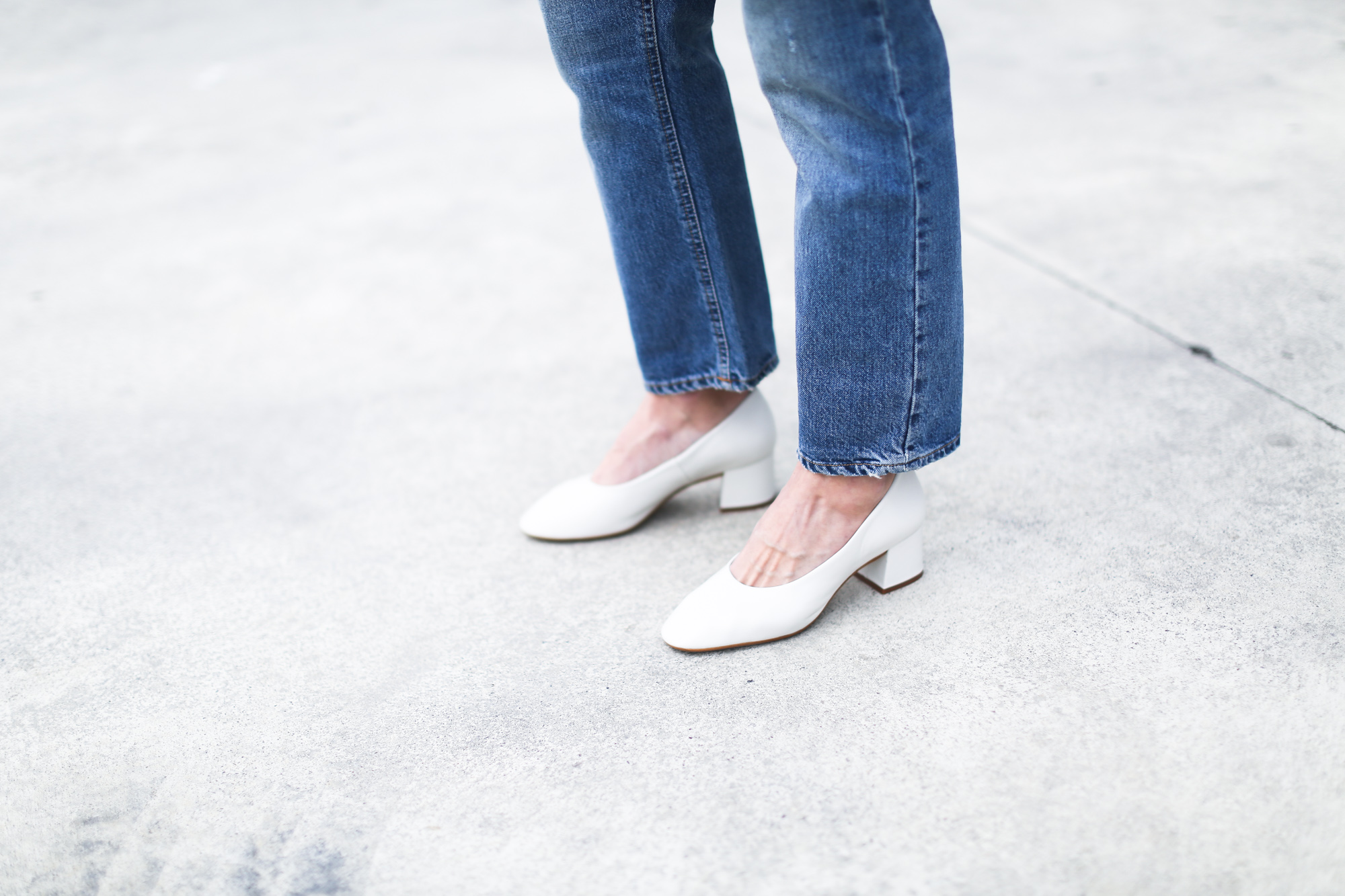 clochet_streetstyle_acnestudios_pop_jeans_mansurgavriel_bucket_bag_granny_shoes-11