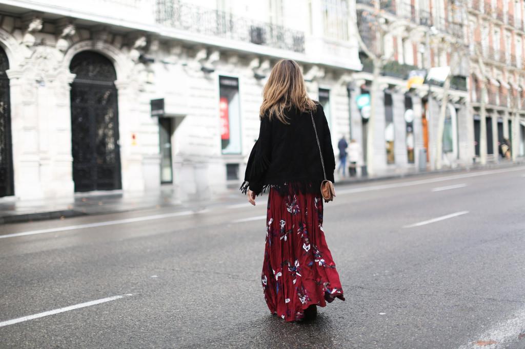 clochet_streetstyle_chicwish_long_red_ethnic_dress_maje_suede_fringed_jacket_madrid