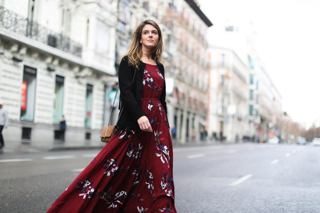 clochet_streetstyle_chicwish_long_red_ethnic_dress_maje_suede_fringed_jacket_madrid-14