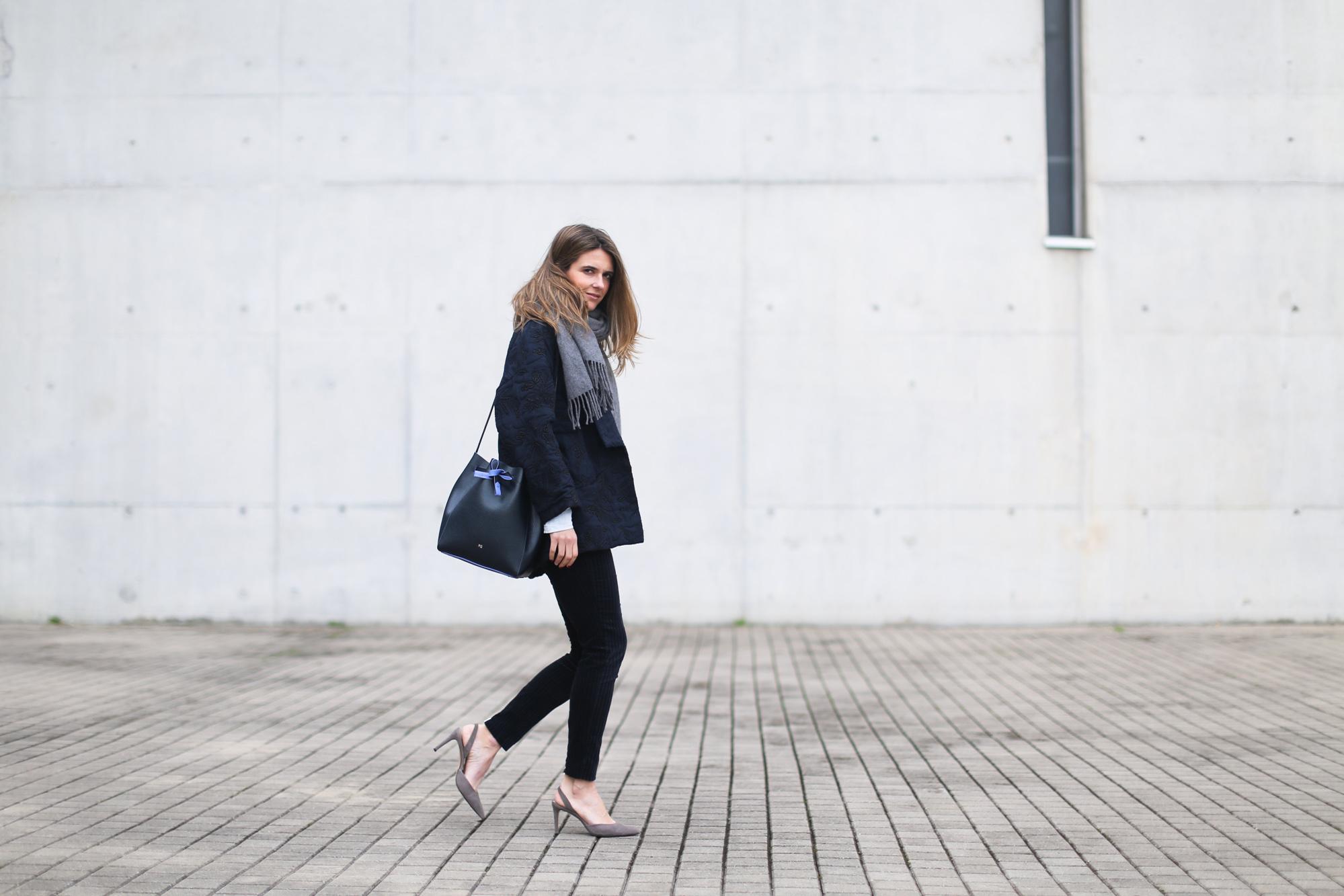 clochet_streetstyle_embroided_kimono_jacket_purificacion_garcia_bucket_bag