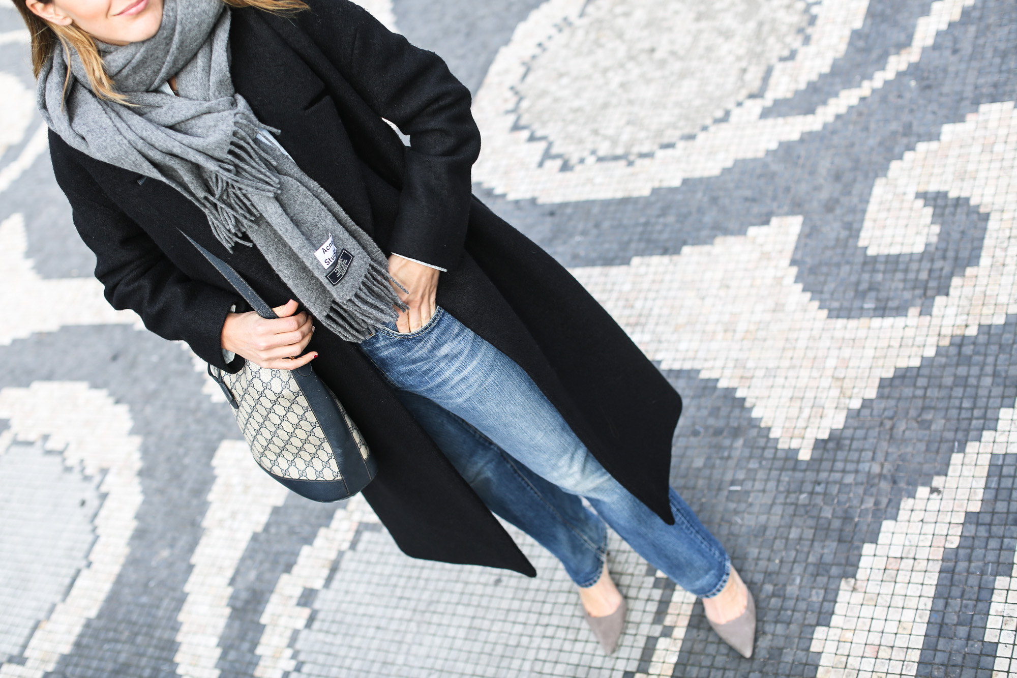 clochet_streetstyle_gucci_bucket_bag_levis_501_vintage_cos_long_coat-13