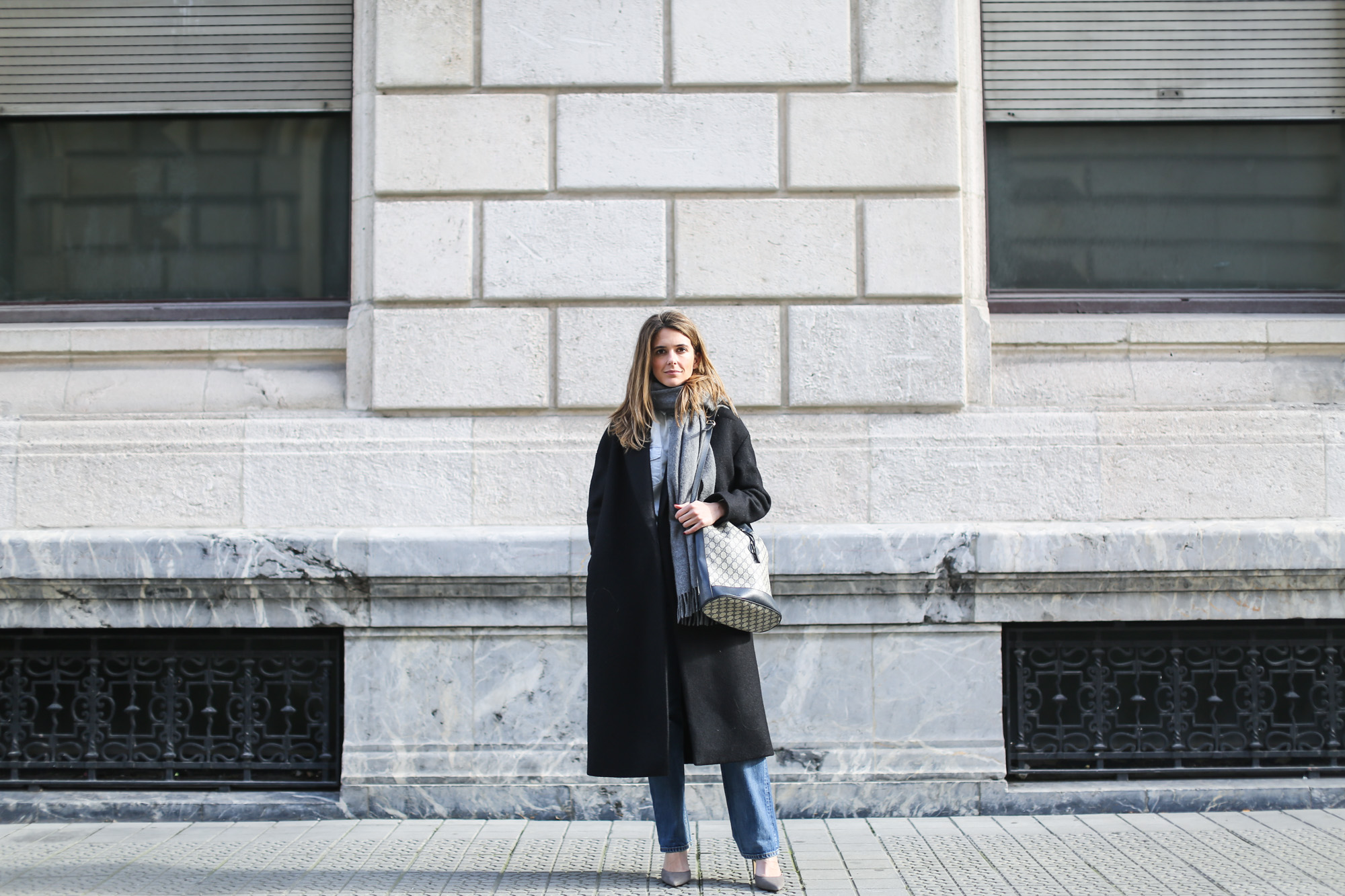 clochet_streetstyle_gucci_bucket_bag_levis_501_vintage_cos_long_coat-4
