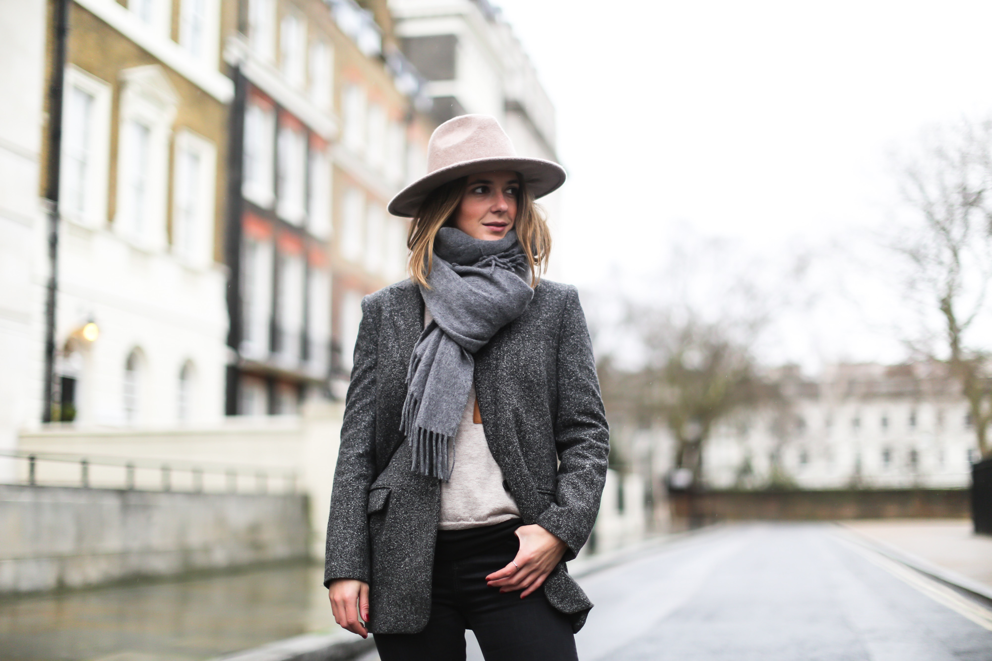 clochet_streetstyle_topshop_jamie_jeans_zara_grey_wool_blazer-8