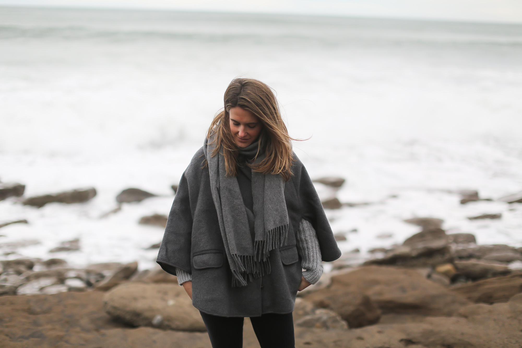 Clochet_streetstyle_chicwish_grey_chunkyknit_acnestudios_canada_scarf_wool_cape_pertini_boots-10
