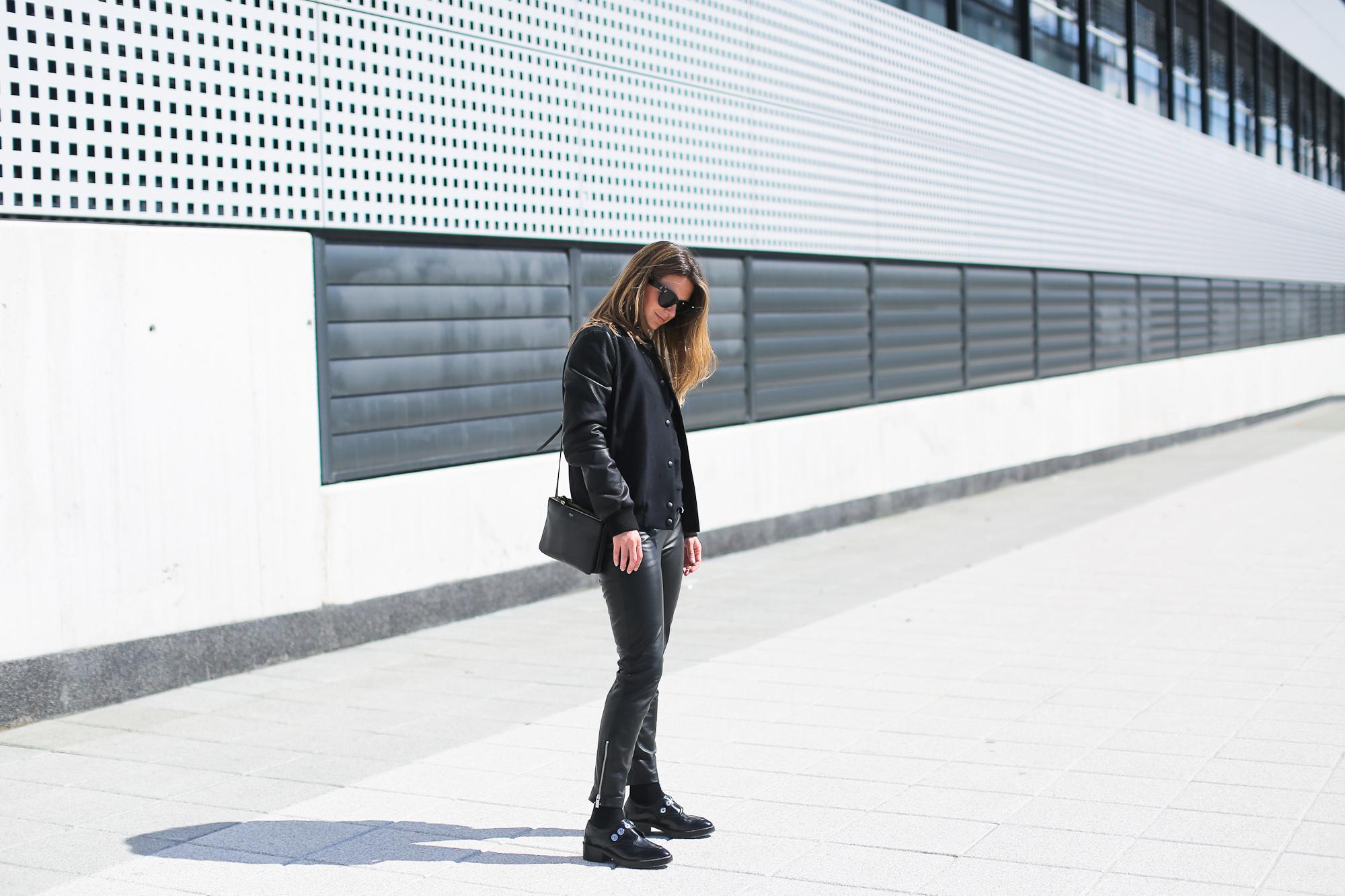 Clochet_streetstyle_pantalones_piel_suiteblanco_zapatos_planos_sandro-2