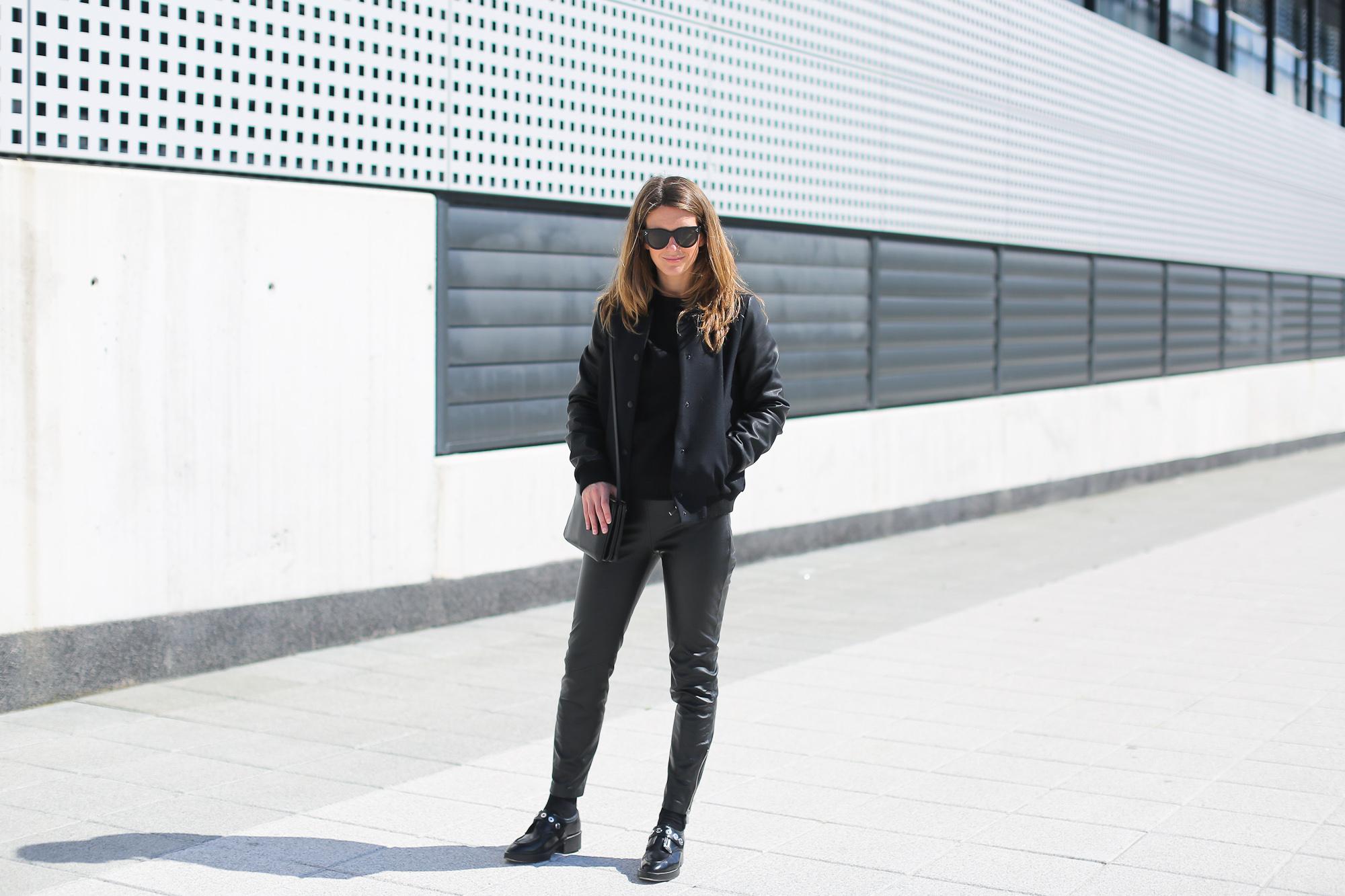 Clochet_streetstyle_pantalones_piel_suiteblanco_zapatos_planos_sandro-3