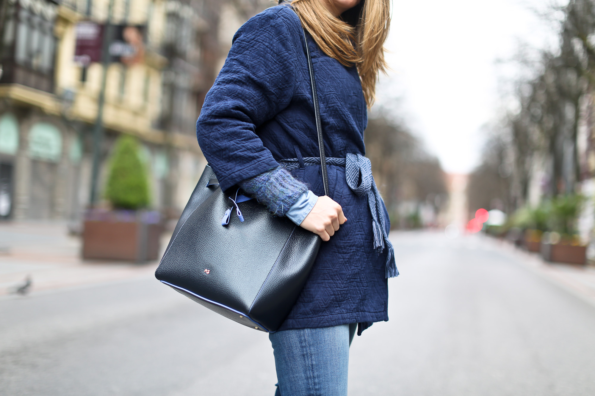 Clochet_streetstyle_pepejeans_skinny_jeans_purificaciongarcia_bucket_bag-11