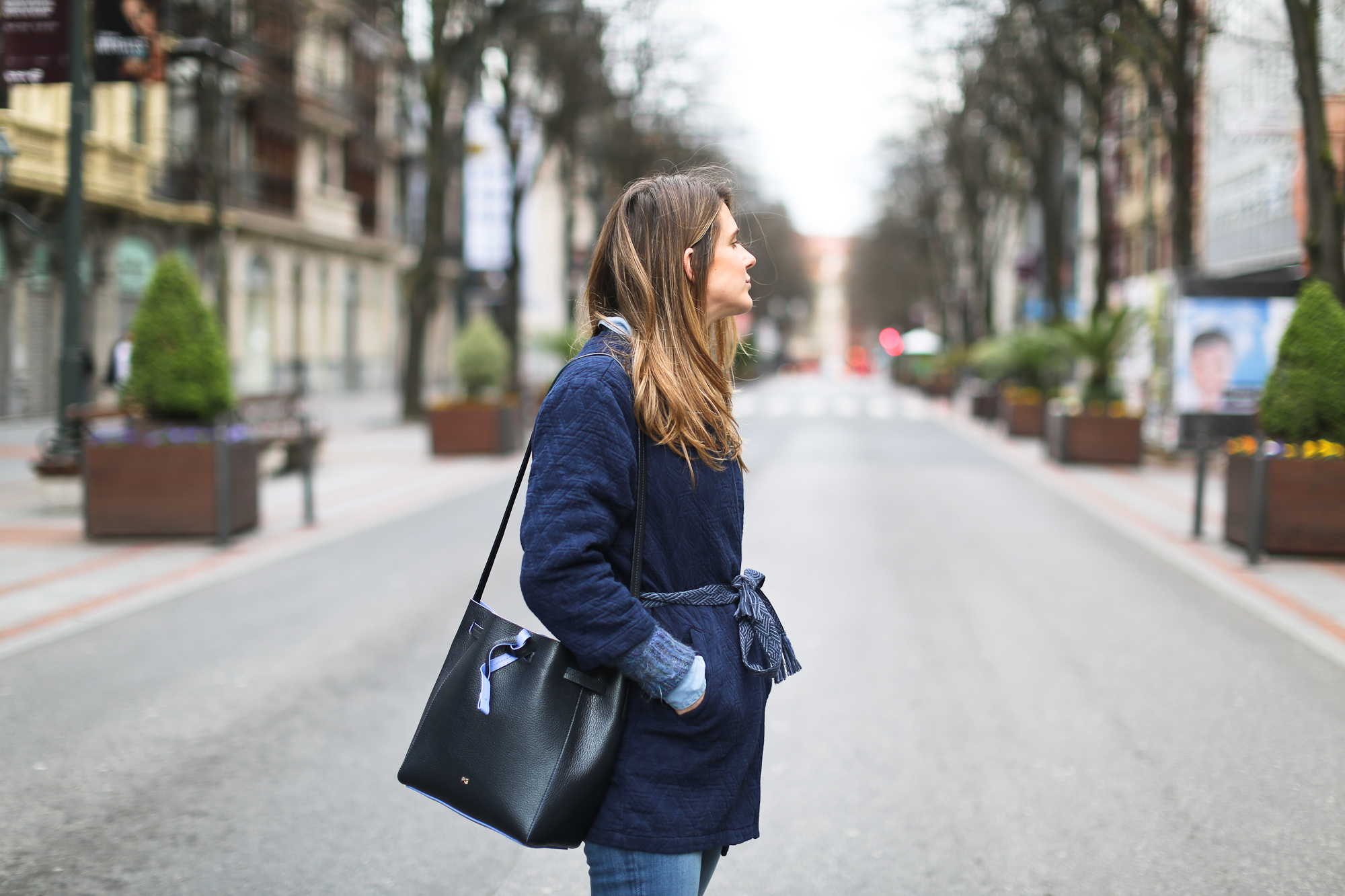 Clochet_streetstyle_pepejeans_skinny_jeans_purificaciongarcia_bucket_bag-6