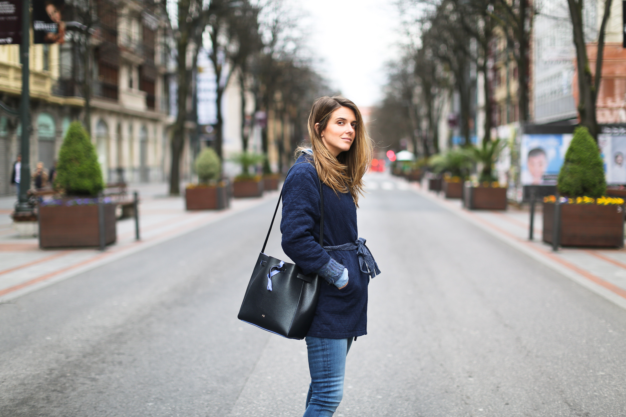 Clochet_streetstyle_pepejeans_skinny_jeans_purificaciongarcia_bucket_bag-7