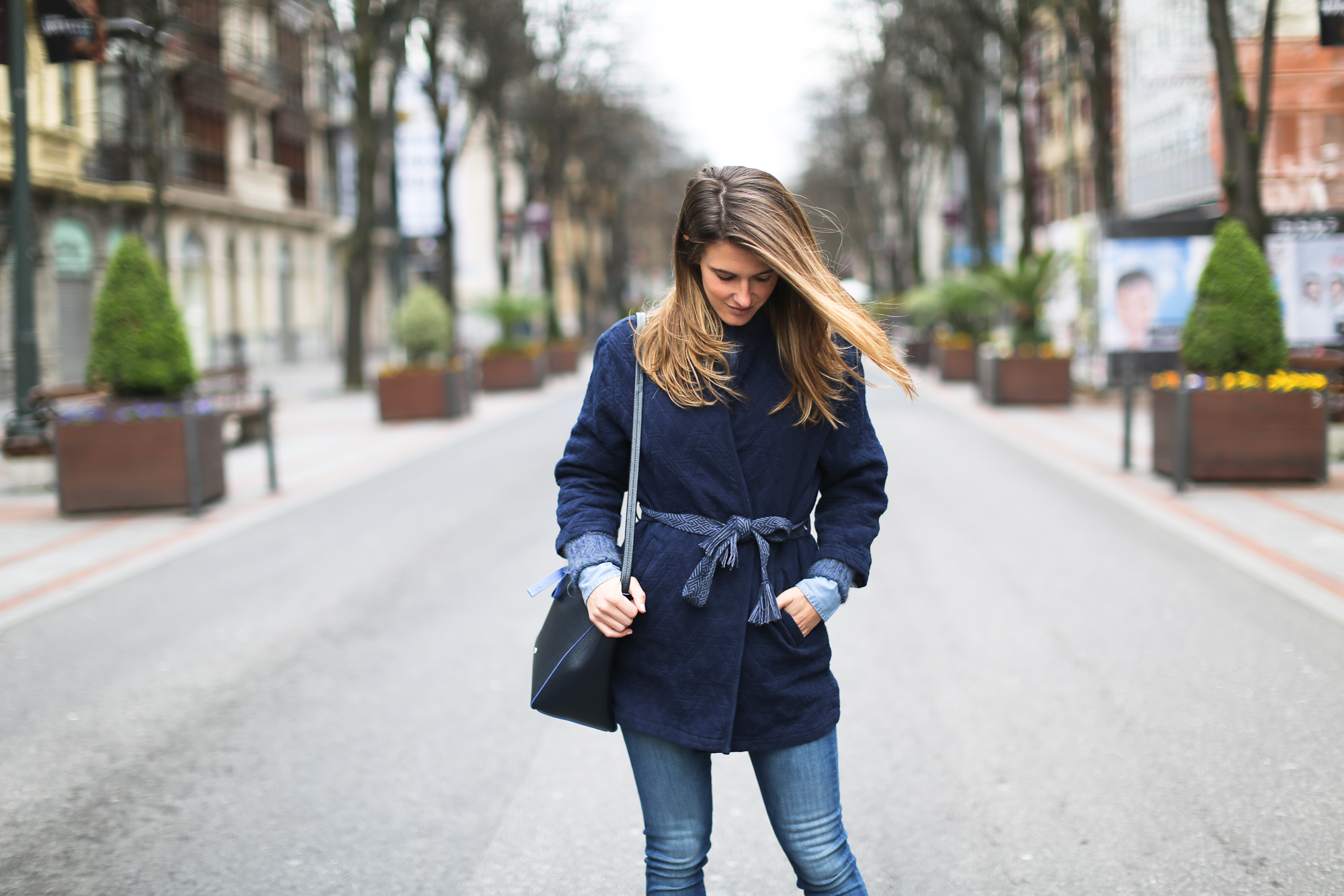 Clochet_streetstyle_pepejeans_skinny_jeans_purificaciongarcia_bucket_bag-8