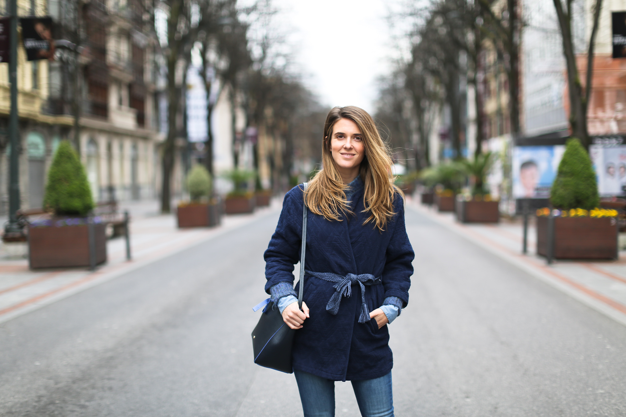 Clochet_streetstyle_pepejeans_skinny_jeans_purificaciongarcia_bucket_bag-9