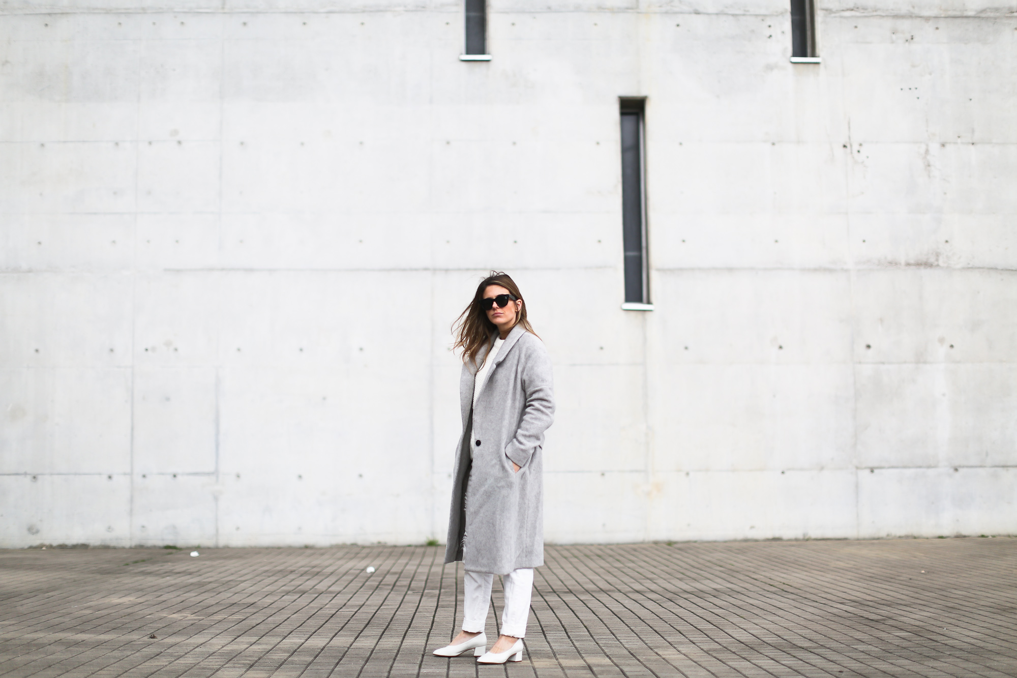 Clochet_streetstyle_wool_long_grey_coat_zara_white_leather_granny_shoes
