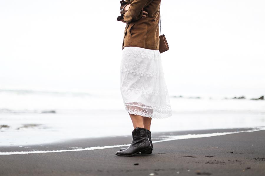 clochet_streetstyle_white_boho_midi_dress_cowboy_phyton_boots-13