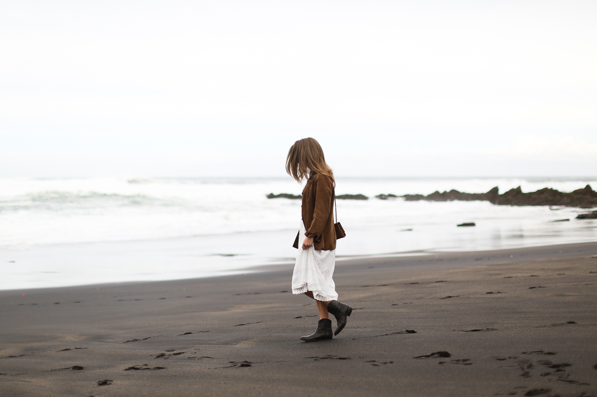 clochet_streetstyle_white_boho_midi_dress_cowboy_phyton_boots-3