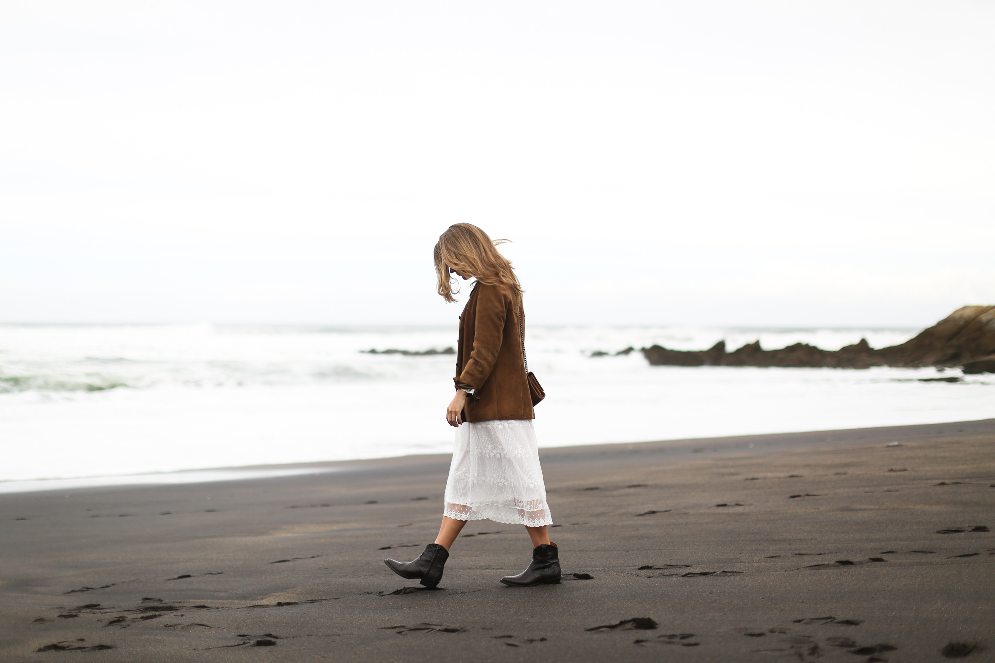 clochet_streetstyle_white_boho_midi_dress_cowboy_phyton_boots-4
