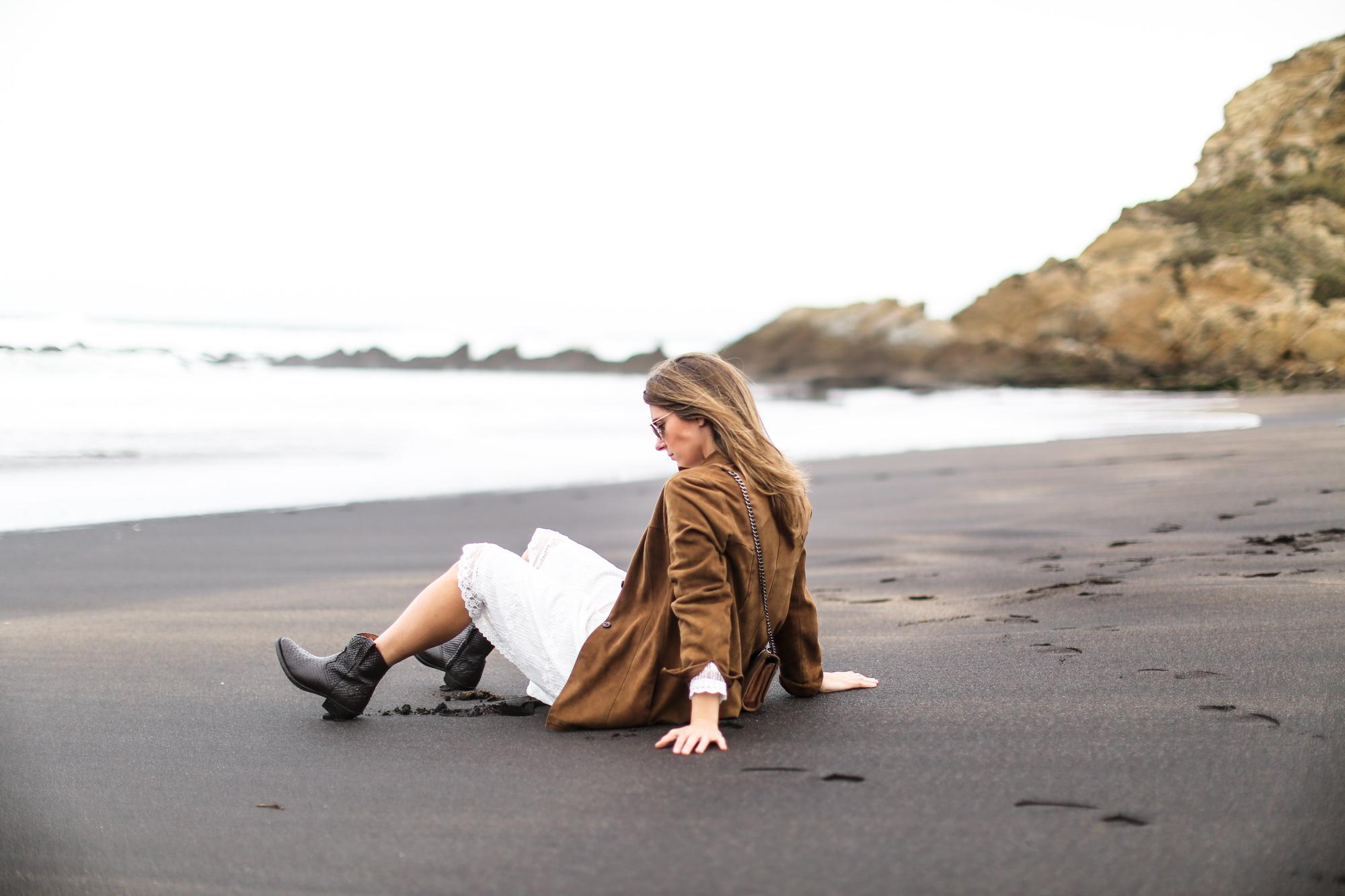 clochet_streetstyle_white_boho_midi_dress_cowboy_phyton_boots-6