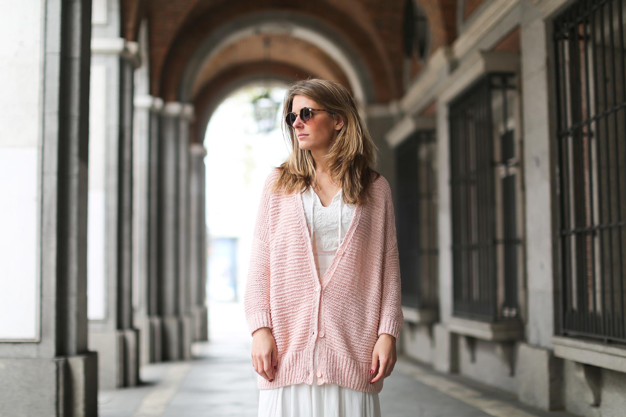 Clochet_streetstyle_lookiero_americanvintage_nude_cardigan_vila_white_boho_Dress-2