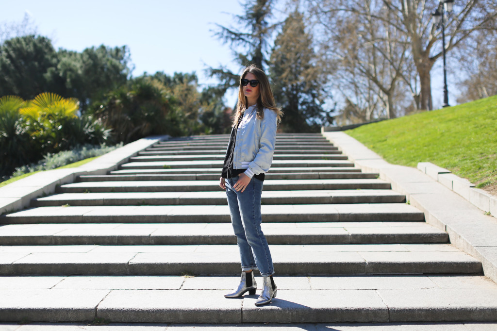 Clochet_streetstyle_maje_silver_phyton_ankle_boots_blanco_silver_bomber