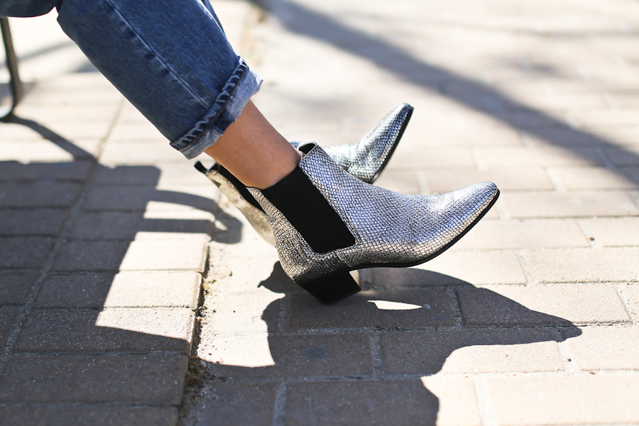 Clochet_streetstyle_maje_silver_phyton_ankle_boots_blanco_silver_bomber-7