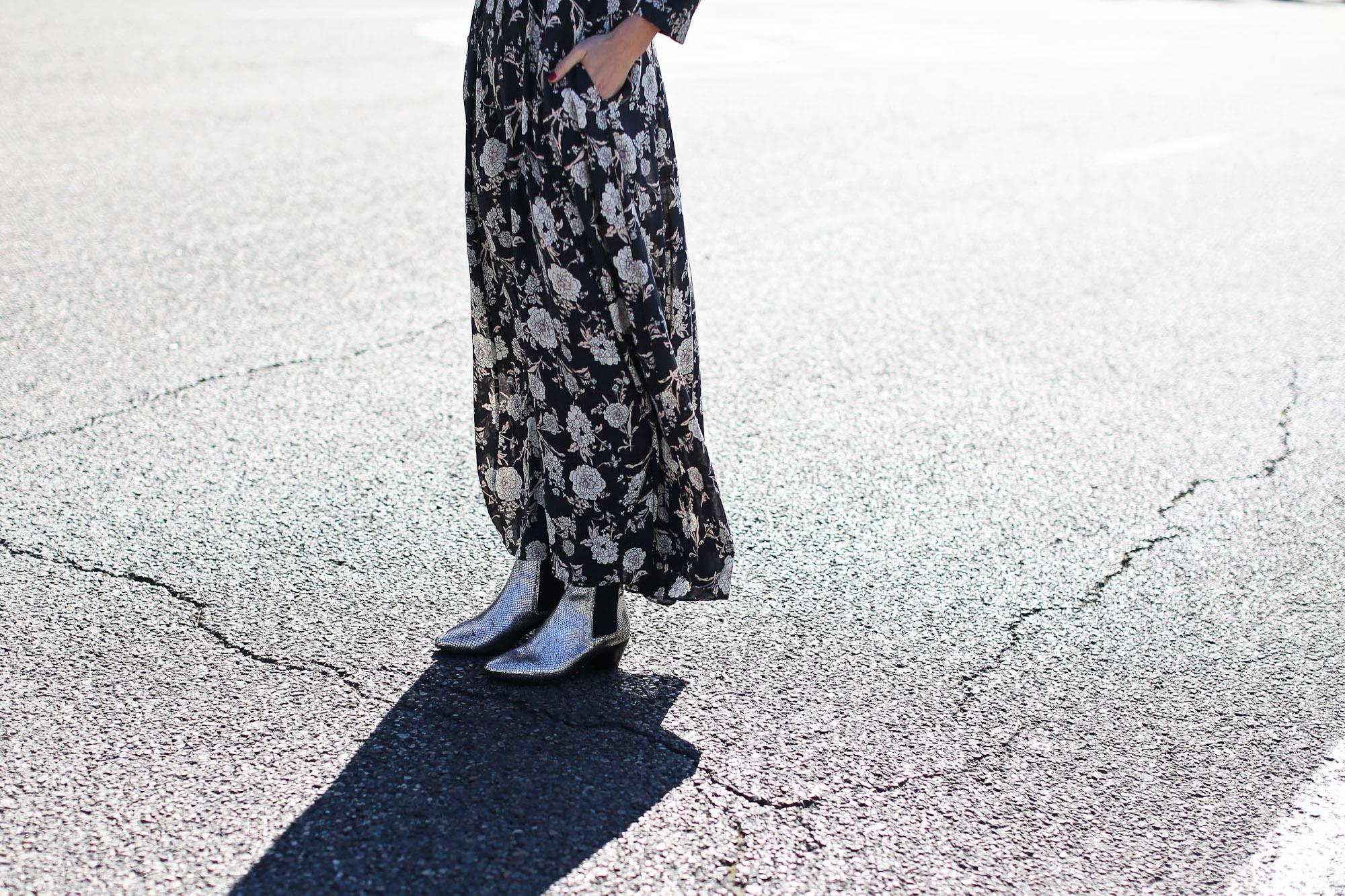 Clochet_streetstyle_maje_silver_phyton_ankle_boots_gummynolas-10
