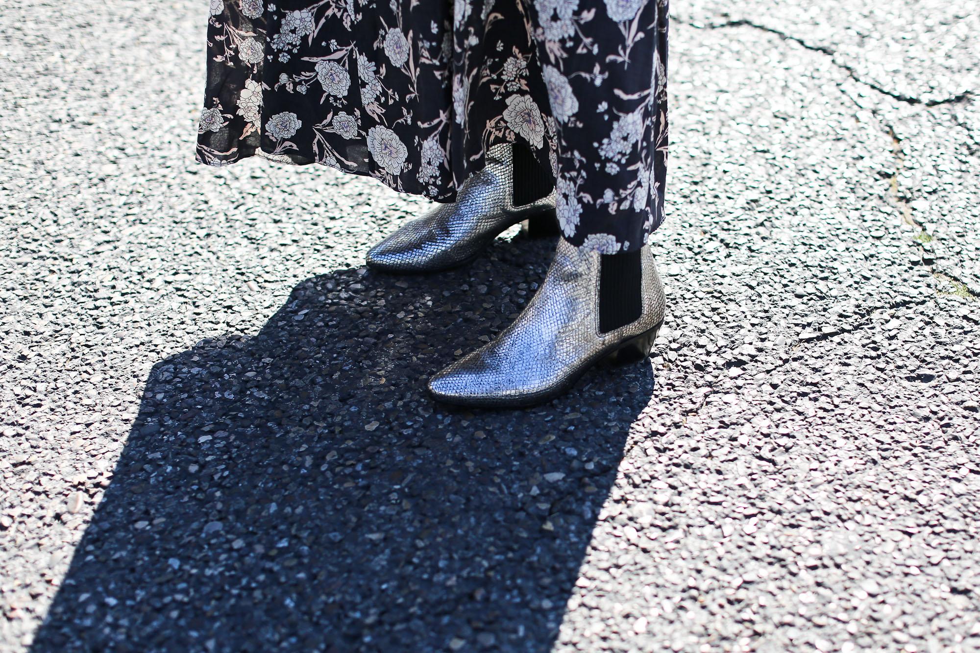 Clochet_streetstyle_maje_silver_phyton_ankle_boots_gummynolas-11