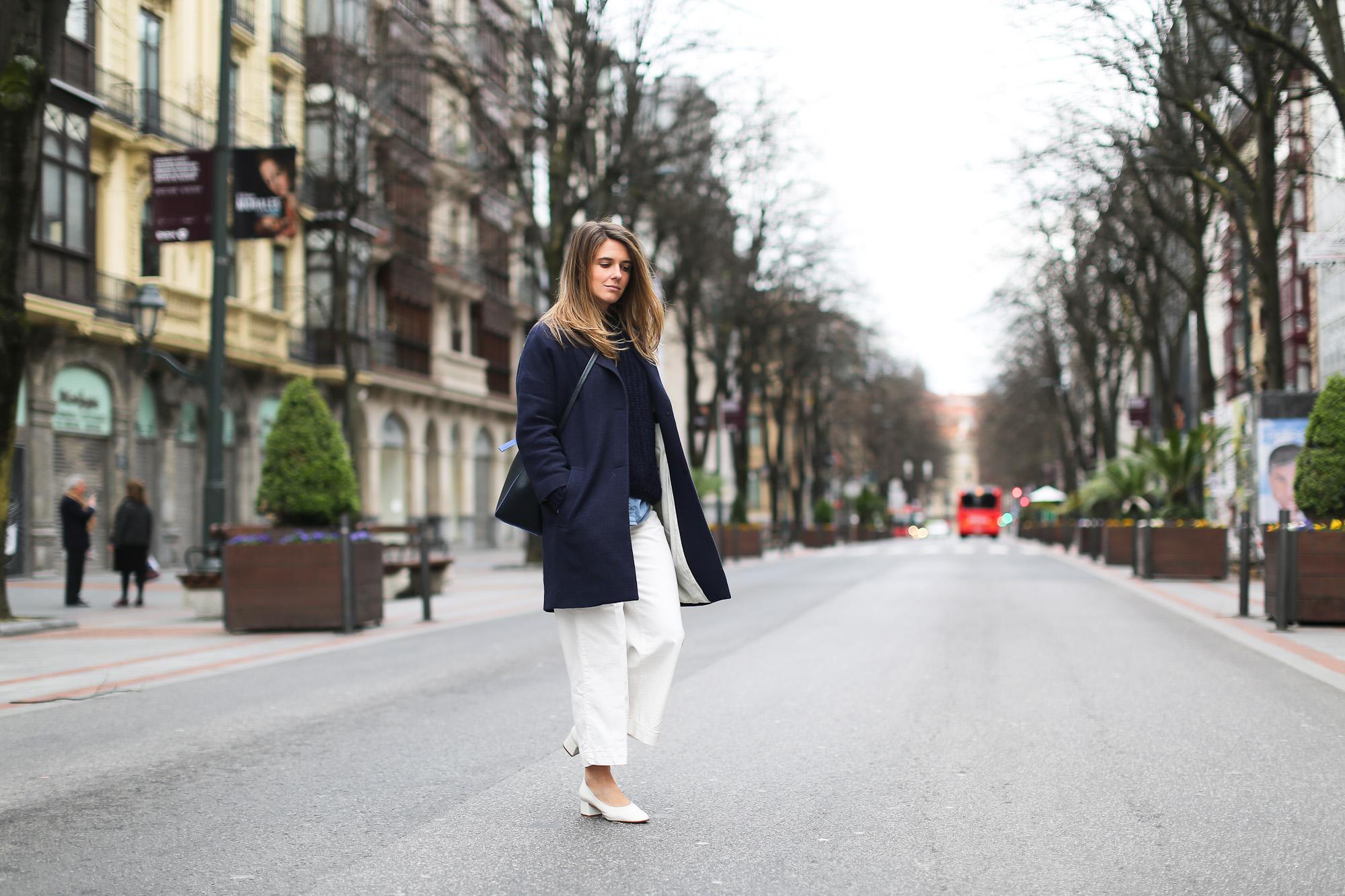 Clochet_streetstyle_masscob_coulson_coat_trimmerbilbao_granny_shoes_white_culottes-2