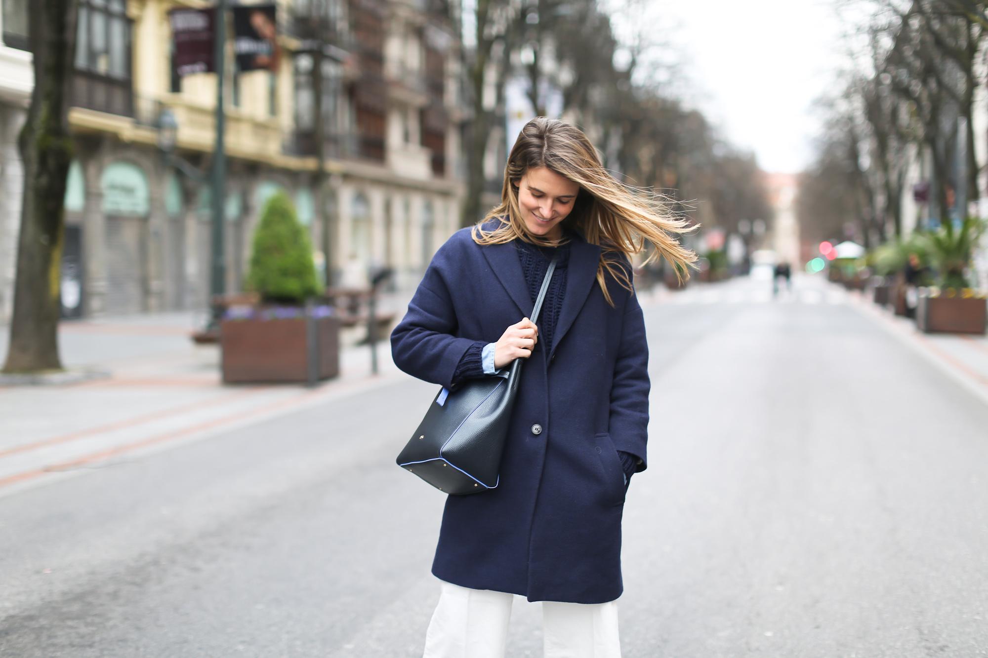 Clochet_streetstyle_masscob_coulson_coat_trimmerbilbao_granny_shoes_white_culottes-5