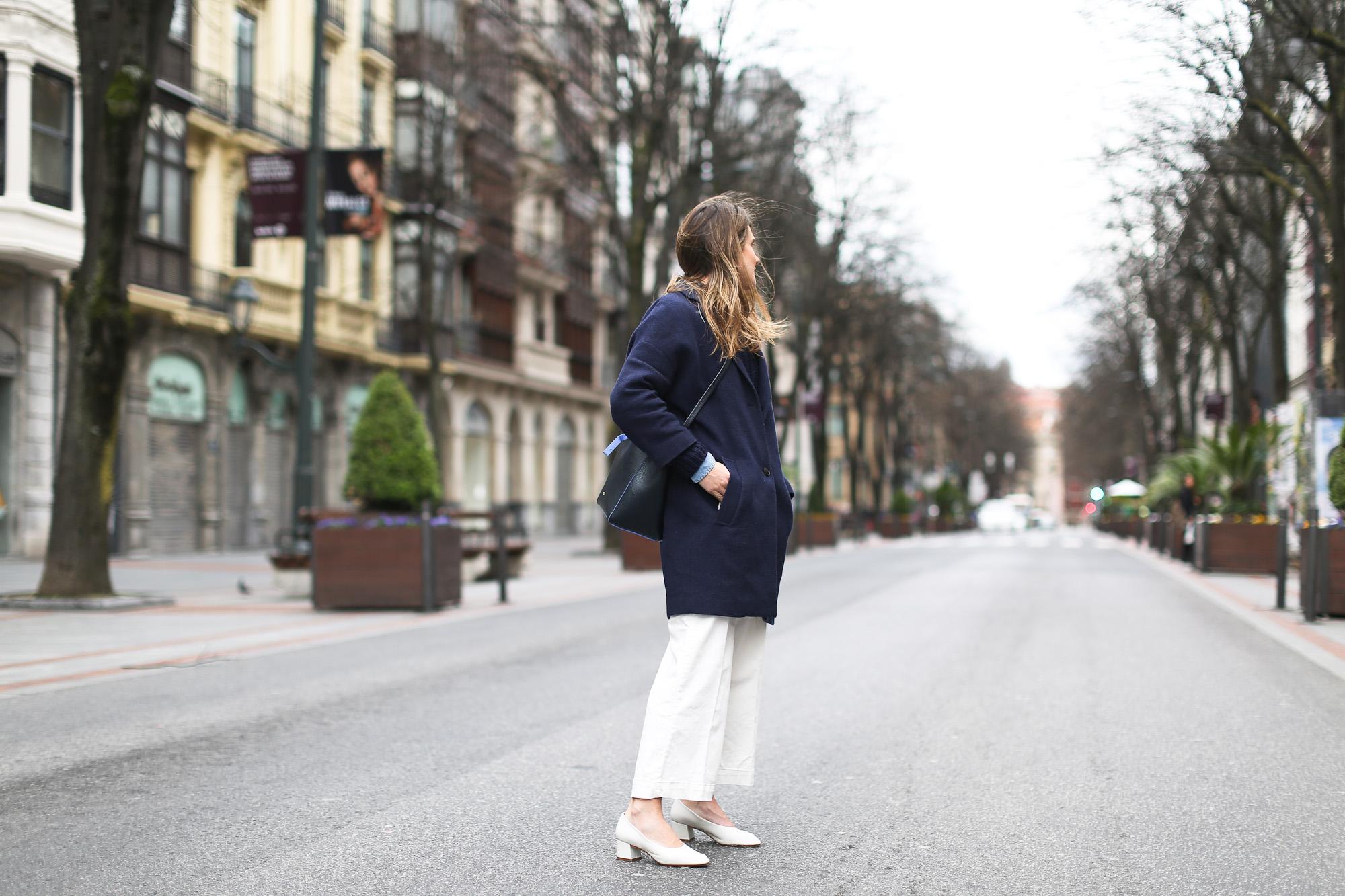Clochet_streetstyle_masscob_coulson_coat_trimmerbilbao_granny_shoes_white_culottes-8