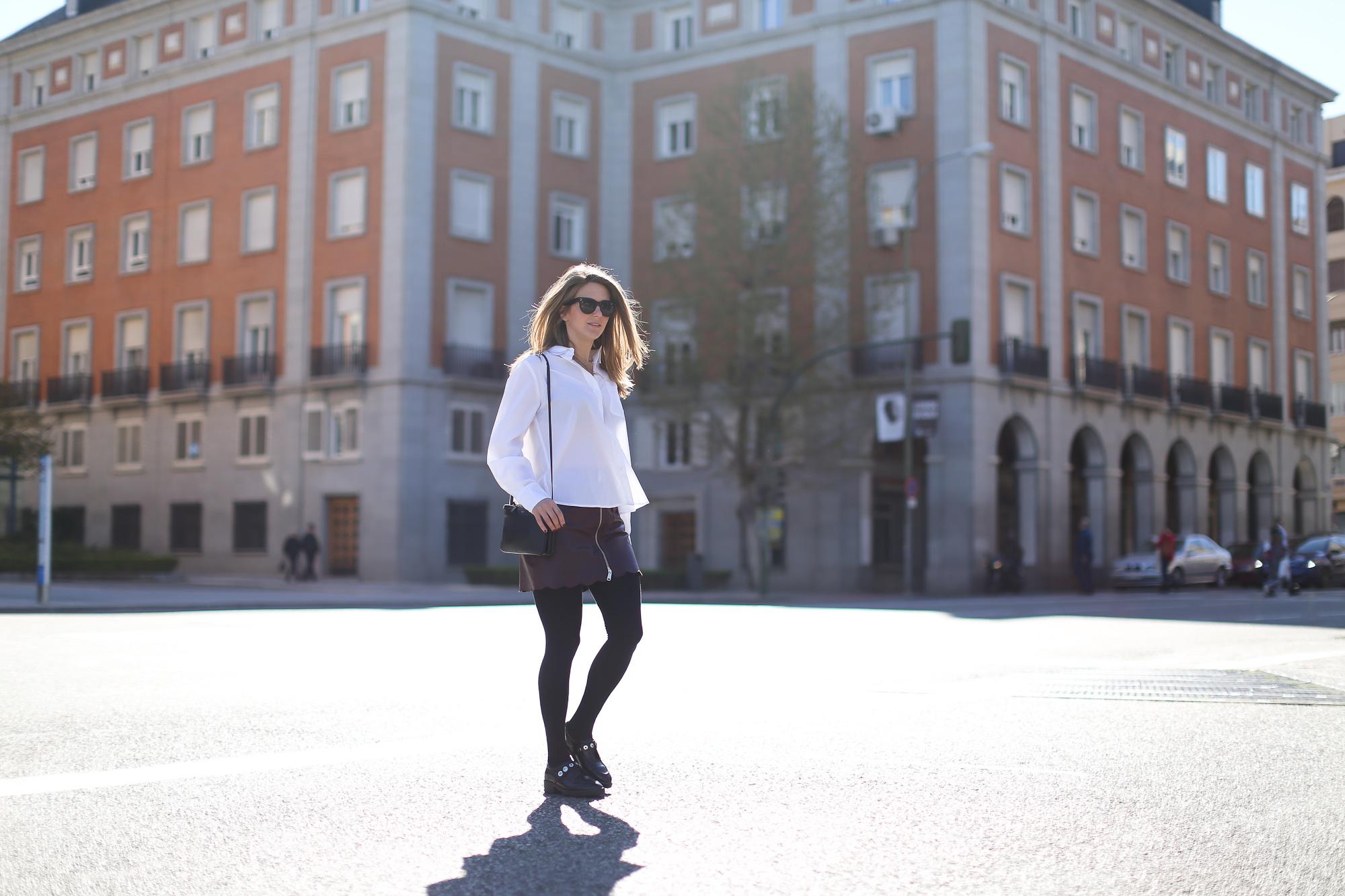 Clochet_streetstyle_maxandCo_leatherminiskirt_h&mtrend_blouse_sandroparis-brogues-3