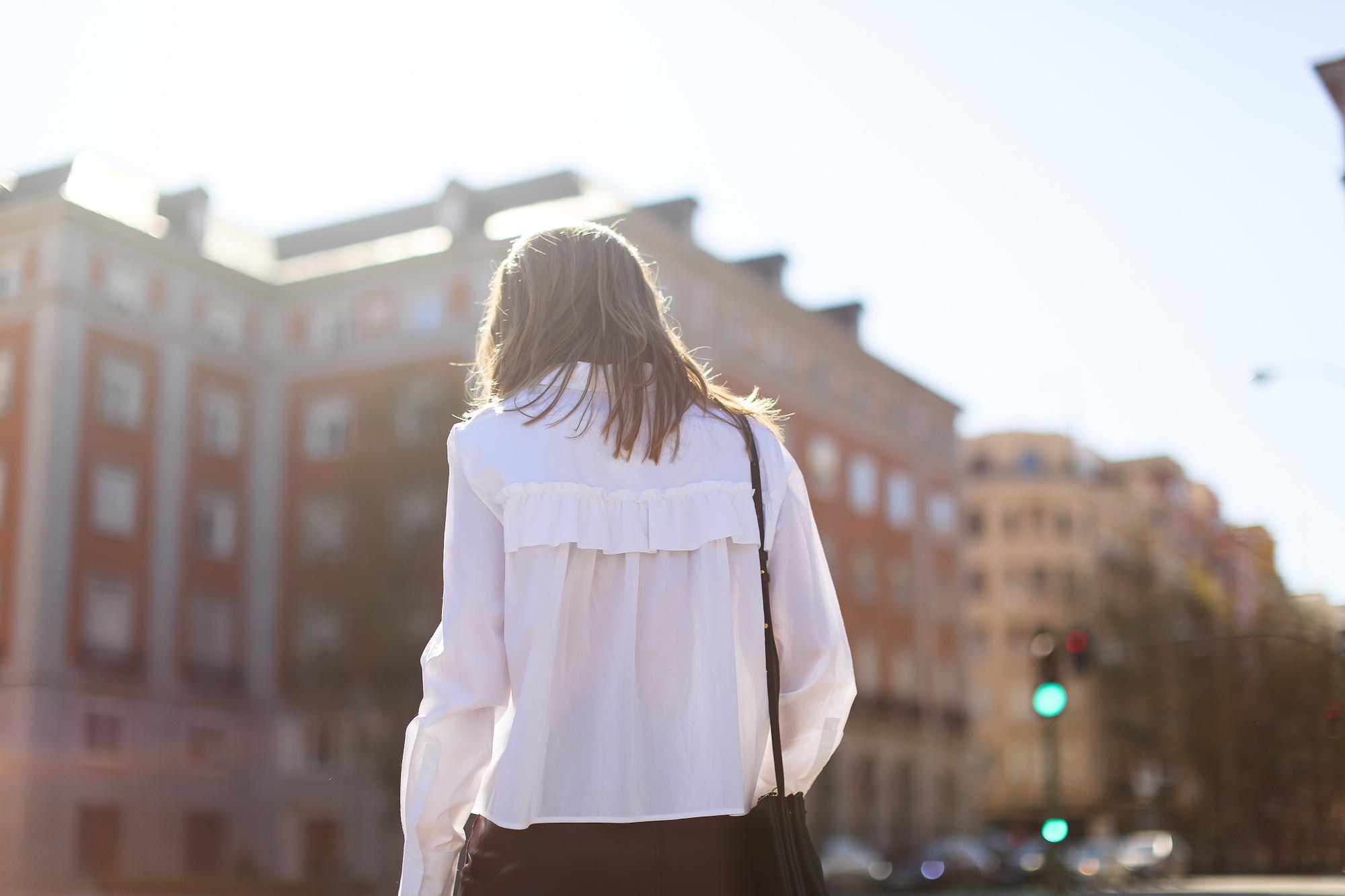 Clochet_streetstyle_maxandCo_leatherminiskirt_h&mtrend_blouse_sandroparis-brogues-7