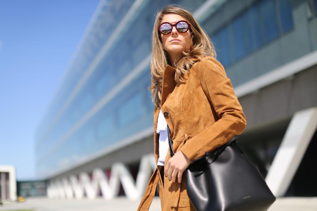 Clochet_blanco_suedetrenchcoat_adidas_stansmith_leztinstreet_mansurgavriel_bucketbag-4