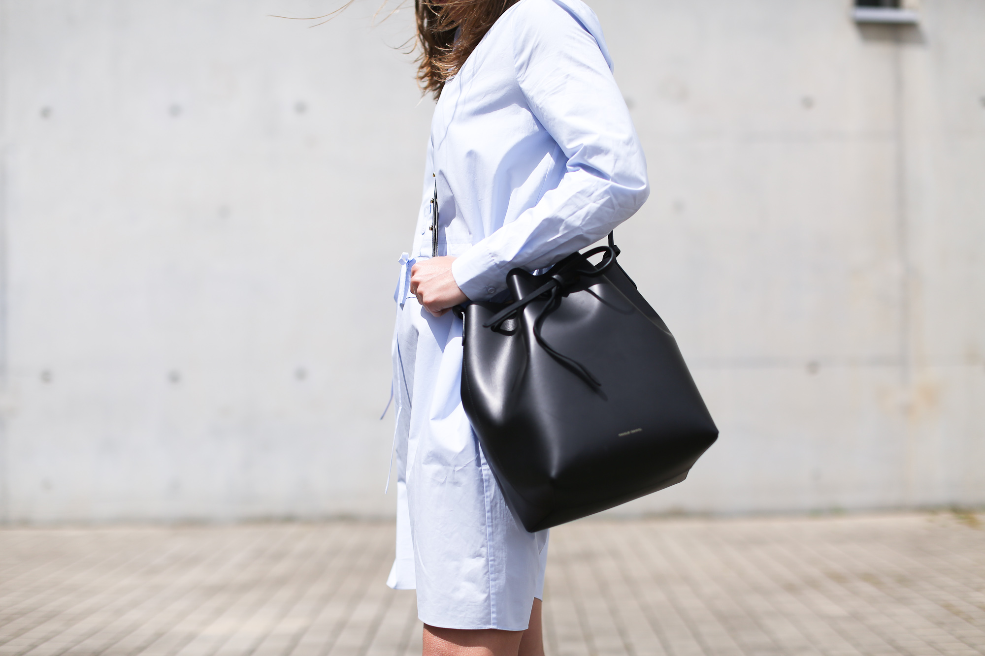 Clochet_streetstyle_theoutnet_irisandink_shirtdress_mansurgavrielbucketbag-7