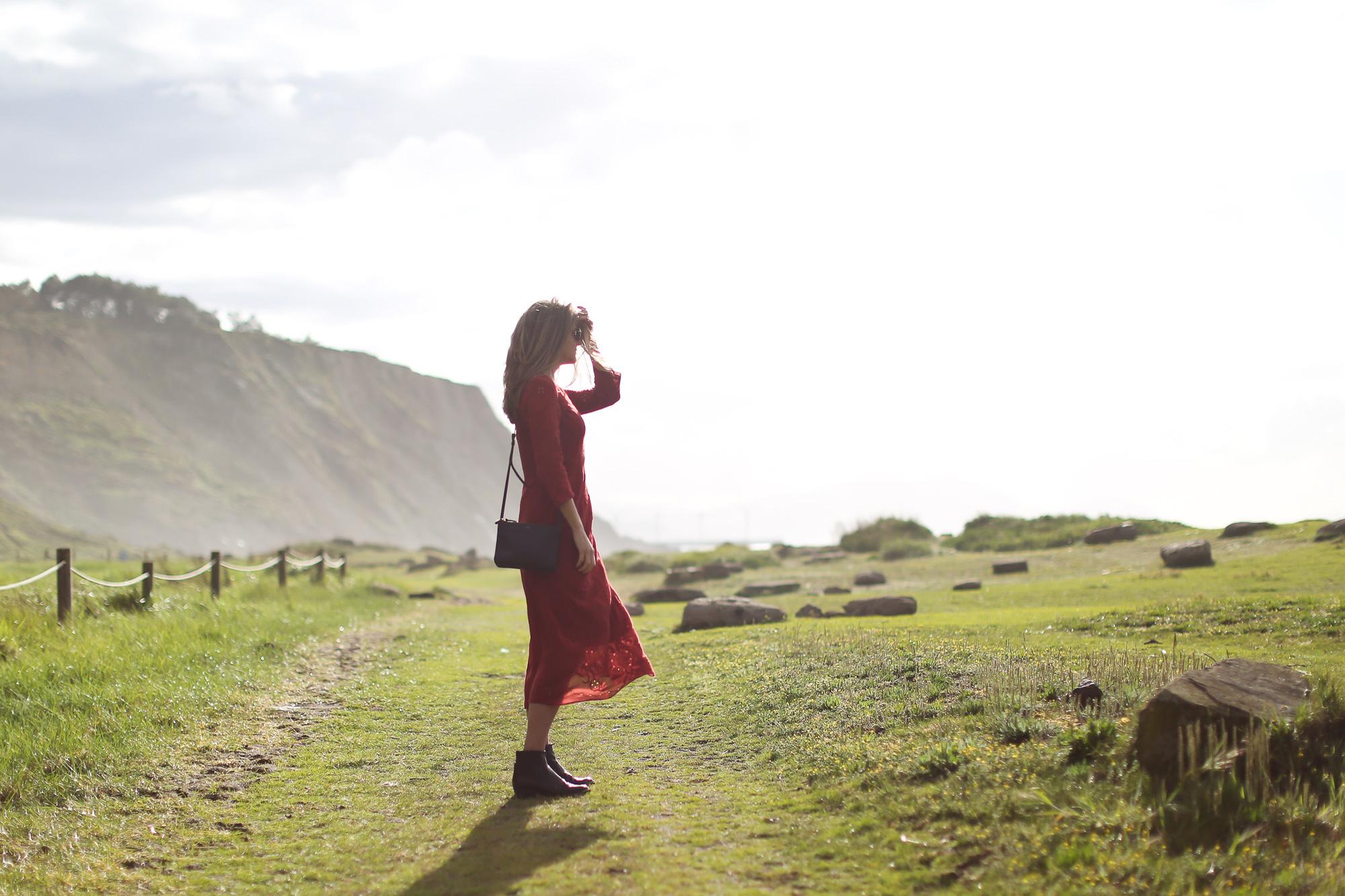 Clochet_streetstyle_zara_burgundy_embroided_crochet_dress-8