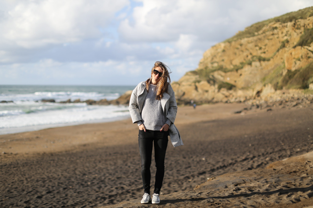 clochet_streetstyle_blanco_grey_coat_gas_jeans_adidas_gazelle_vintage_grey-6
