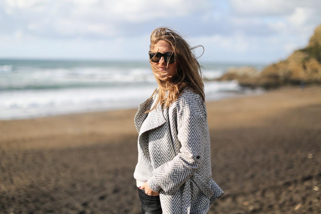 clochet_streetstyle_blanco_grey_coat_gas_jeans_adidas_gazelle_vintage_grey-7