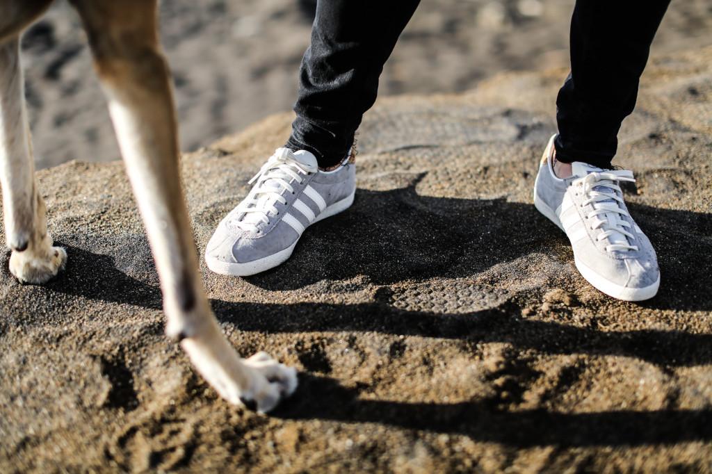 clochet_streetstyle_blanco_grey_coat_gas_jeans_adidas_gazelle_vintage_grey-9